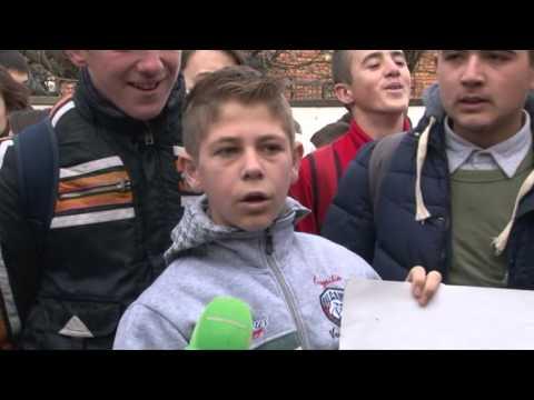 Korçë, protestë për shkollën - Top Channel Albania - News - Lajme