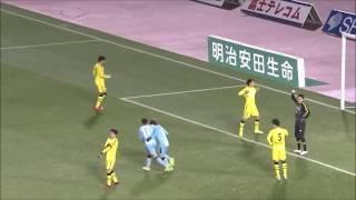 ゴール前でボールを奪った味方選手からのラストパスを中村 憲剛(川崎F...
