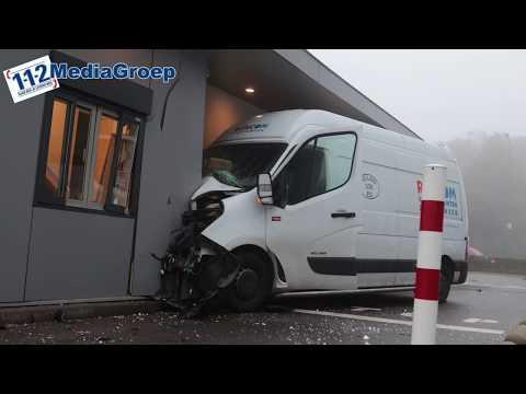 19 september 2017 Bestelauto rijdt KFC Veenendaal binnen