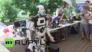Напечатанный на 3D-принтере робот прочитал стихи в Москве