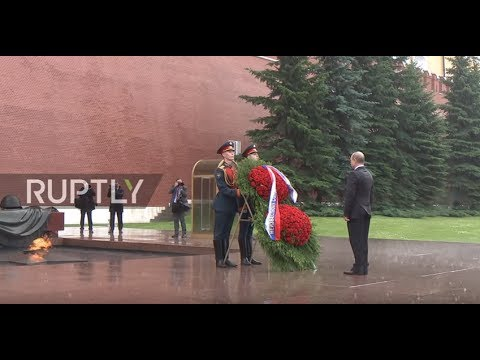Russia: Putin braves rain to honour WWII victims at Tomb of the Unknown Soldier