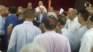 فيديو وصور  مشادات بين المعلمين ووكيل الوزارة خلال اجتماعه بنجع حمادي