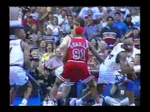 Horace Grant Turns In Mid-Air and Makes Clutch Shot