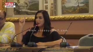 بالفيديو.. مخرج سودانى يهاجم سلاف فواخرجى .. والفنانة: سوريا دولة مؤسسات