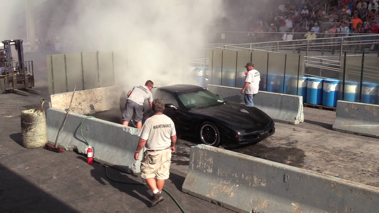 2016 Corvettes At Carlisle Burnout Contest