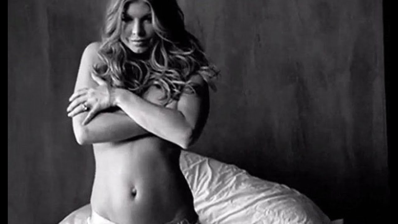 Fergie shares nude snap to promote album double dutchess