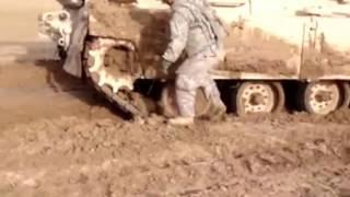 Скачать Наши танки и трактора грязи не боятся