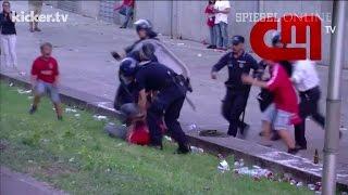 Polizeigewalt: Polizisten verprügeln Fußballfan vor den Augen seiner Kinder