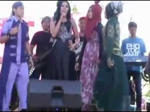 BOLOKOTONO DI geboy dangdut NUR AJJACH,feat nikahan DINA.M