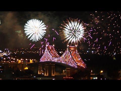Jacques Cartier bridge illumination (full length)