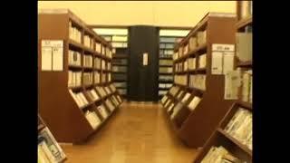 일본 도서관 책꽂이 모습