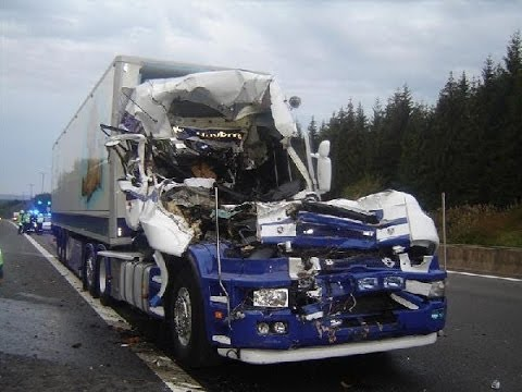 Horrific fatal truck crash lkw unfall for Camion americain interieur
