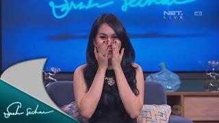 Kartika Putri membaca berita dengan logat Tegal