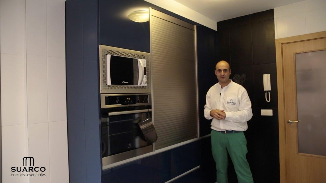 V deo de cocinas modernas en azul con blanco brillo perfil gola blanco y encimera de silestone - Cocinas suarco ...