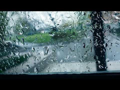 Капли дождя на стекле