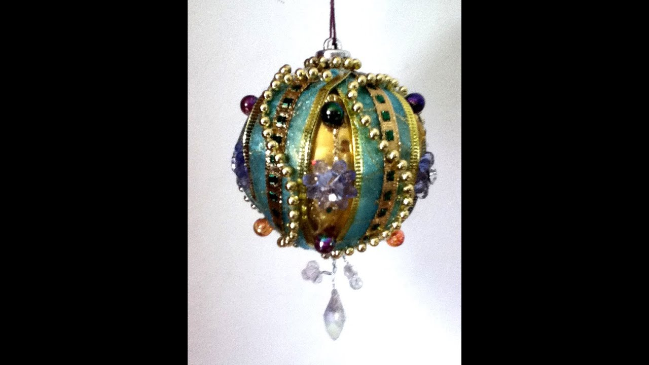Diy decora una esfera list n perlas rbol de navidad for Decoracion con esferas de navidad