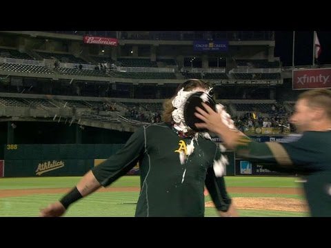 HOU@OAK: Reddick on walk-off, gets pied and doused