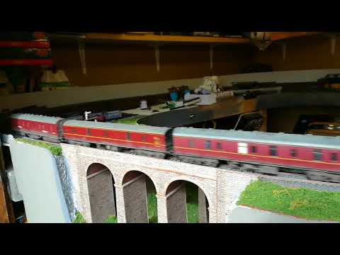 Hornby Live Steam Dwight D Eisenhower, with rake of 9 x MK1 & DC J94