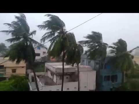 cyclone hudhud in vizag gajuwaka