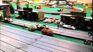 SLOT CAR TRACK MEGA G'S, SRT VS. TYCO U-TURN