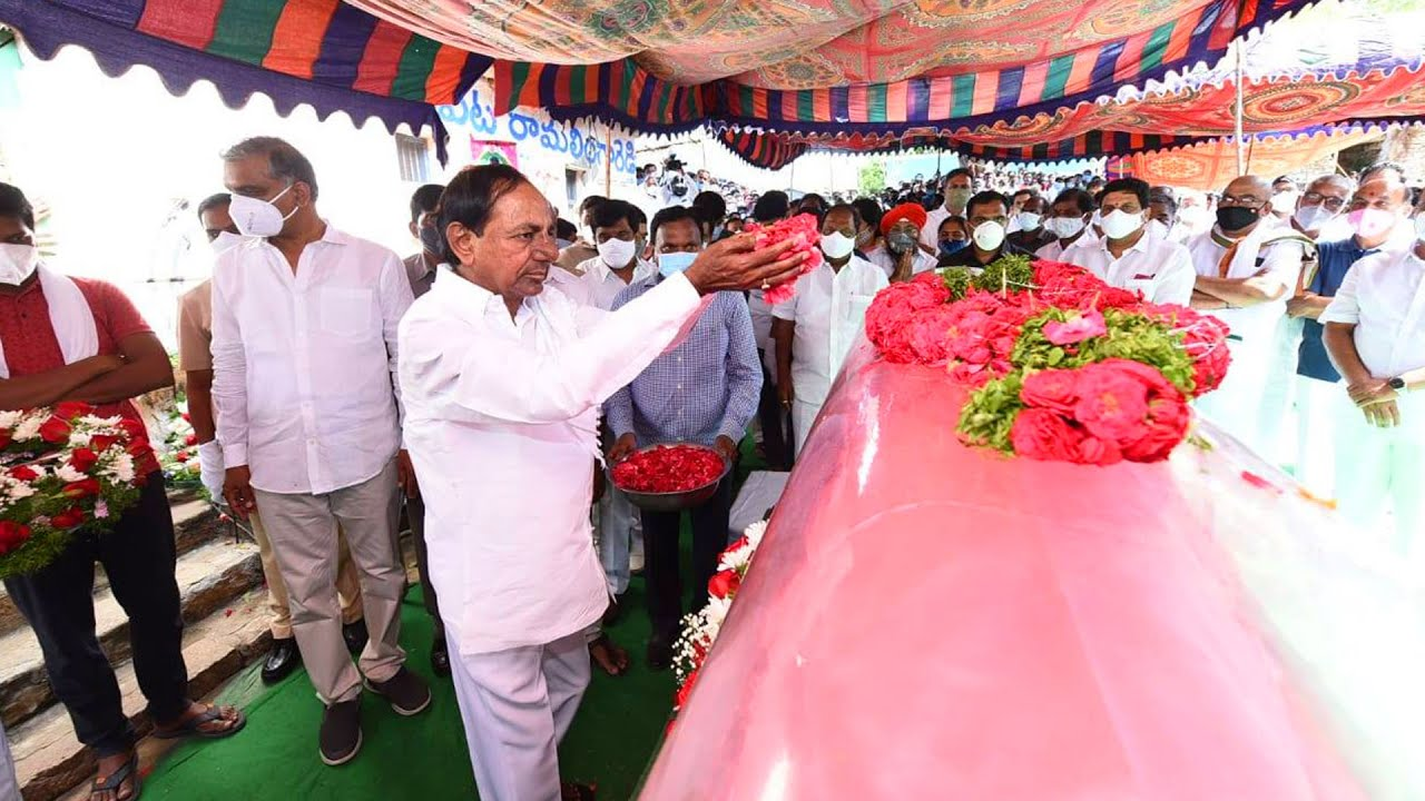 Hon'ble CM Sri KCR Attending Sri Solipeta Ramalingareddy Last Rites at Dubbak || Ace Media