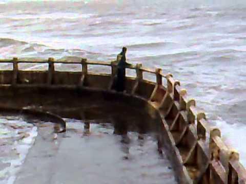 Tynemouth Pier With Waves Doovi