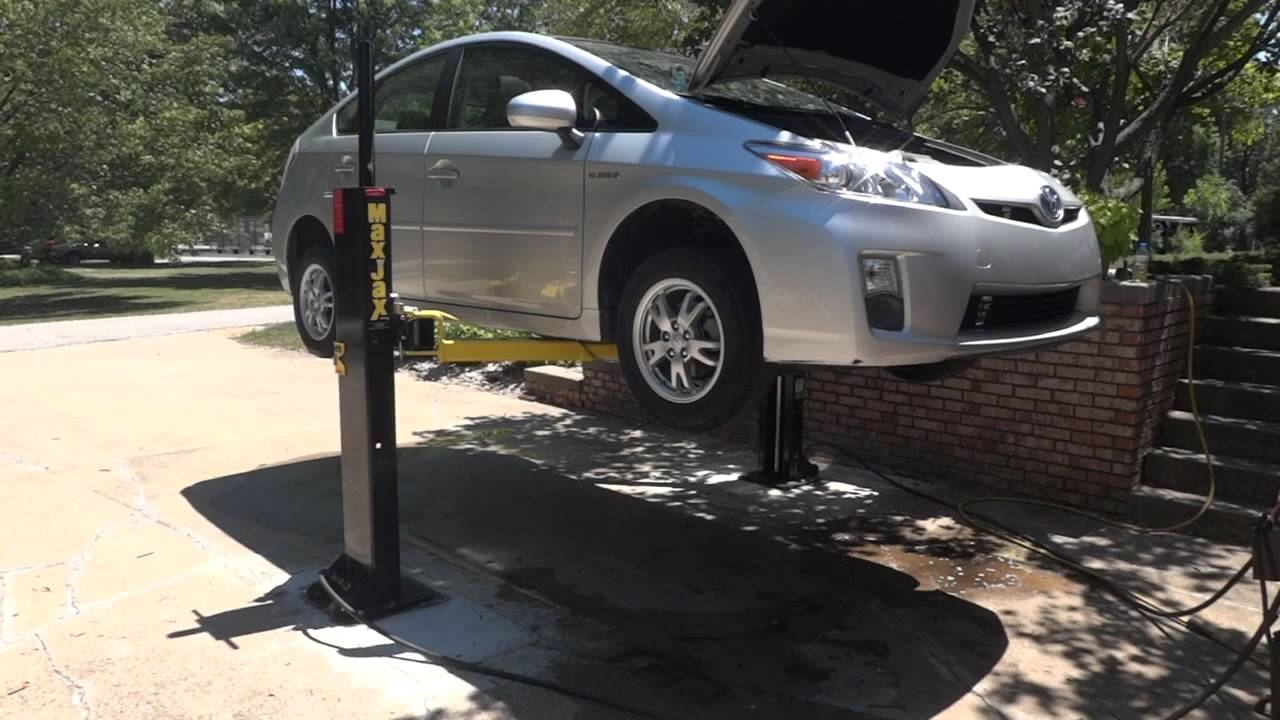 Maxjax lift and lower Prius - YouTube