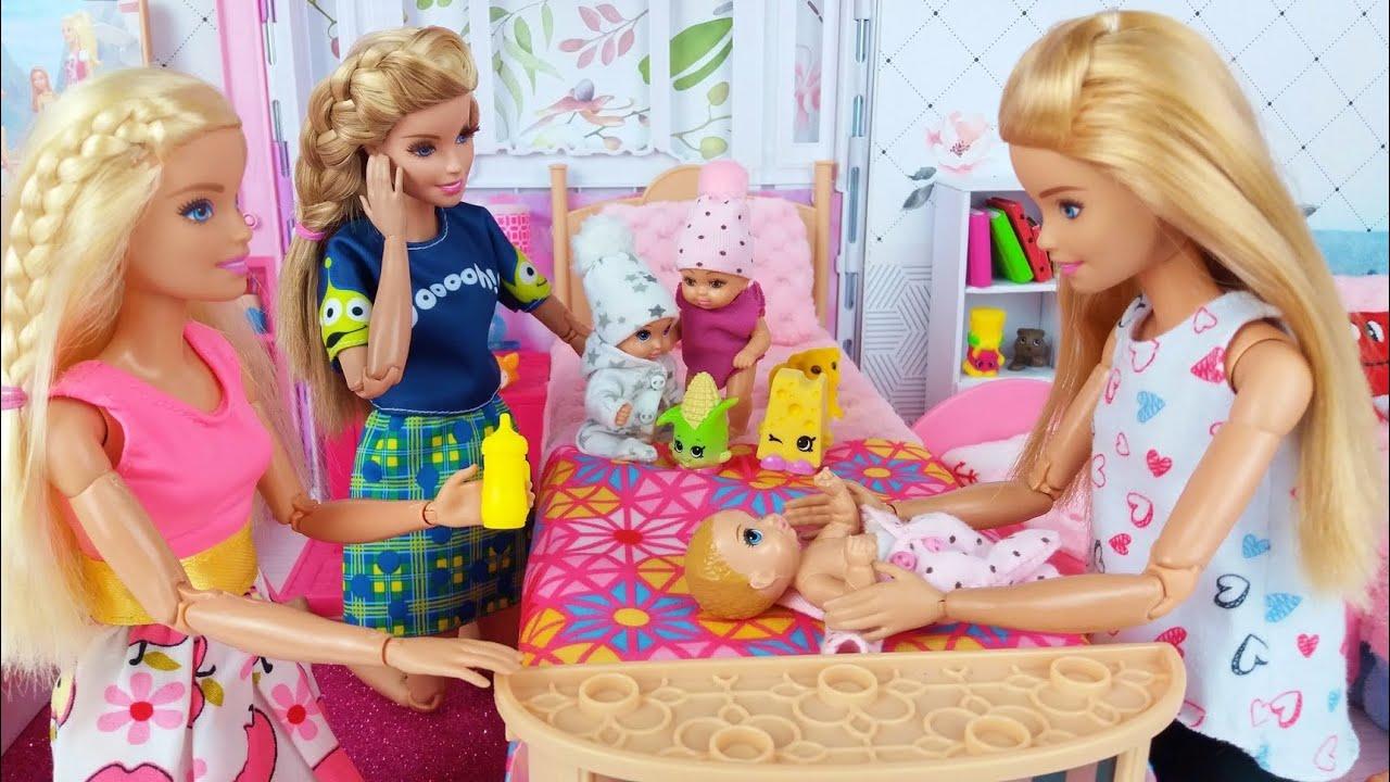 Tres muñecas Barbie Tres bebés Mañana Dormitorio Rutina de Baño en Casa de Ensueño🏡@Barbie