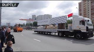 В Минске День независимости отметили парадом с участием тракторов, диванов и стиральных машин