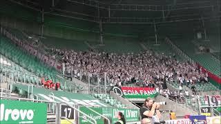 Doping kibiców Legii na meczu ze Śląskiem we Wrocławiu