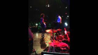 Phyllisia Ross with Harmonik Live.