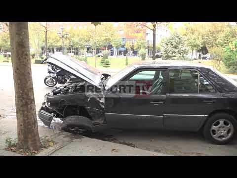 Report TV - Aksident i frikshëm në Tiranë, 'Audi' përplaset me 'Benzin', një i plagosur rëndë