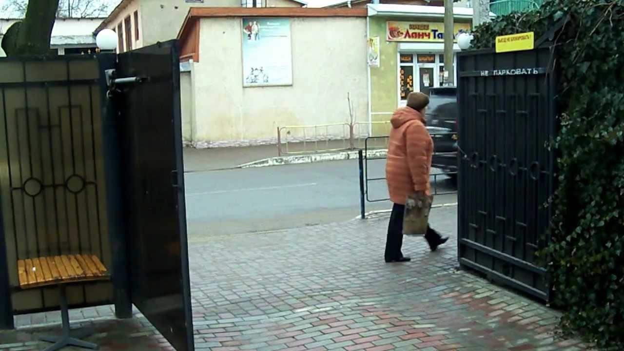ворота распашные с электроприводом фото