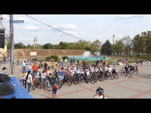 Херсон Плюс: У сукні на велосипеді: у Херсоні влаштували жіночий велопробіг
