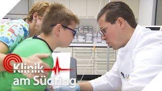 Kleiner Junge (10) mit Schmerzen an peinlicher Stelle | Klinik am Südring | SAT.1 TV