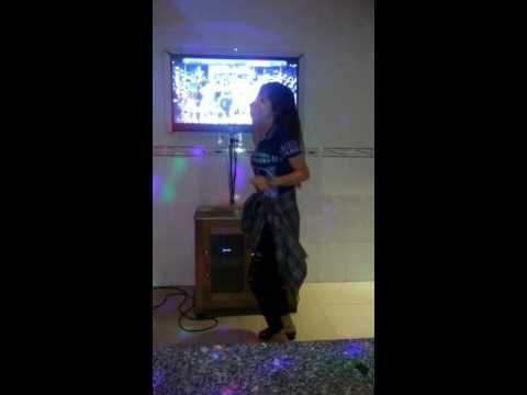 Hiếp dâm em gái trong quán karaoke