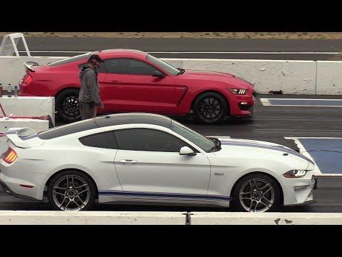2018 Mustang GT vs Shelby GT350 - 1/4 mile drag race