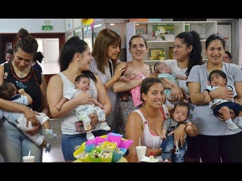 En el Instituto de Maternidad enseñaron a mamás cómo masajear a sus bebés