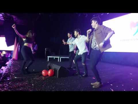 Roi, Cepeda y Ricky acompañan a Ana Guerra bailando 'Lo malo'