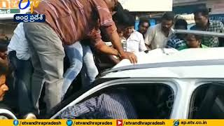 4 killed in road accident at Ravalapadu