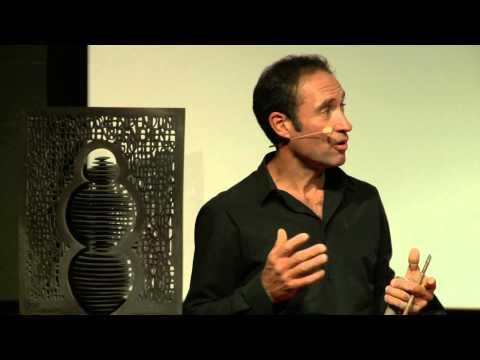 Né dans la lave d'un volcan | Thierry COURTADON | TEDxClermont