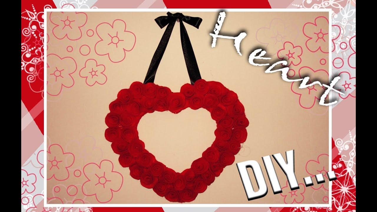 Diy adorno de coraz n con rosas de fieltro decoraci n for Decoracion para pared san valentin