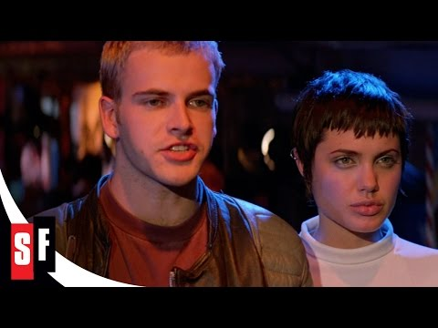 Hackers (1/4) Dade Beats Kate's Score (1995) Angelina Jolie HD