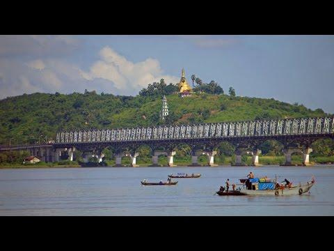 Walking in Mawlamyine ( Myanmar)