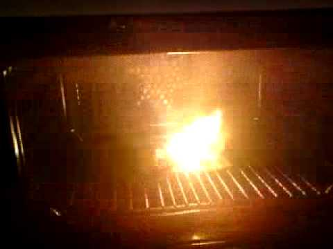 tinfoil on a paper plate in the microwave X0 & tinfoil on a paper plate in the microwave X0 - YouTube