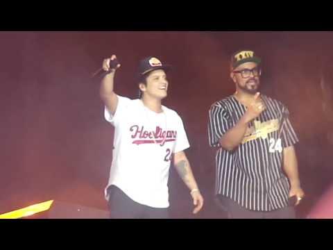 Bruno Mars - Locked Out of Heaven (Live at Praça da Apoteose)
