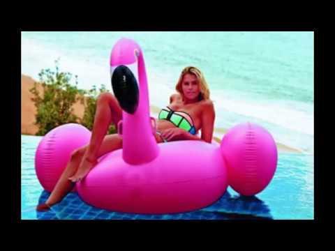 Надувной круг фламинго розовый, модный, красивый, удобный. Фотки с ним сочные и яркие.