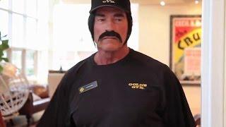 Arnold Schwarzenegger Juokauja Gold's Gym'e | LT Subtitrai