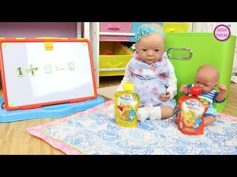 Los bebés Lindea y Ben estudian en casa con la maestra Clàudia ✏️