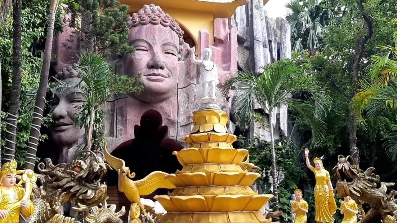 """Ngôi chùa đá """"5 không"""" kỳ lạ ở Sài Gòn có thang máy lên tháp hoa sen"""